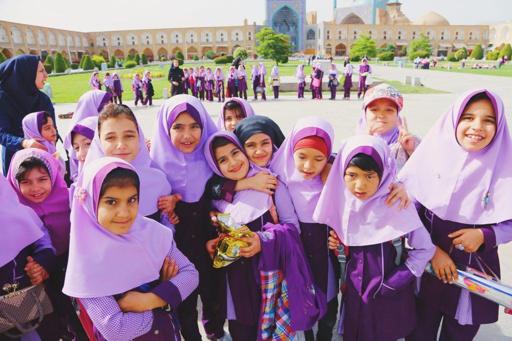 イスファハーン エマーム広場で会った遠足中の子どもたち