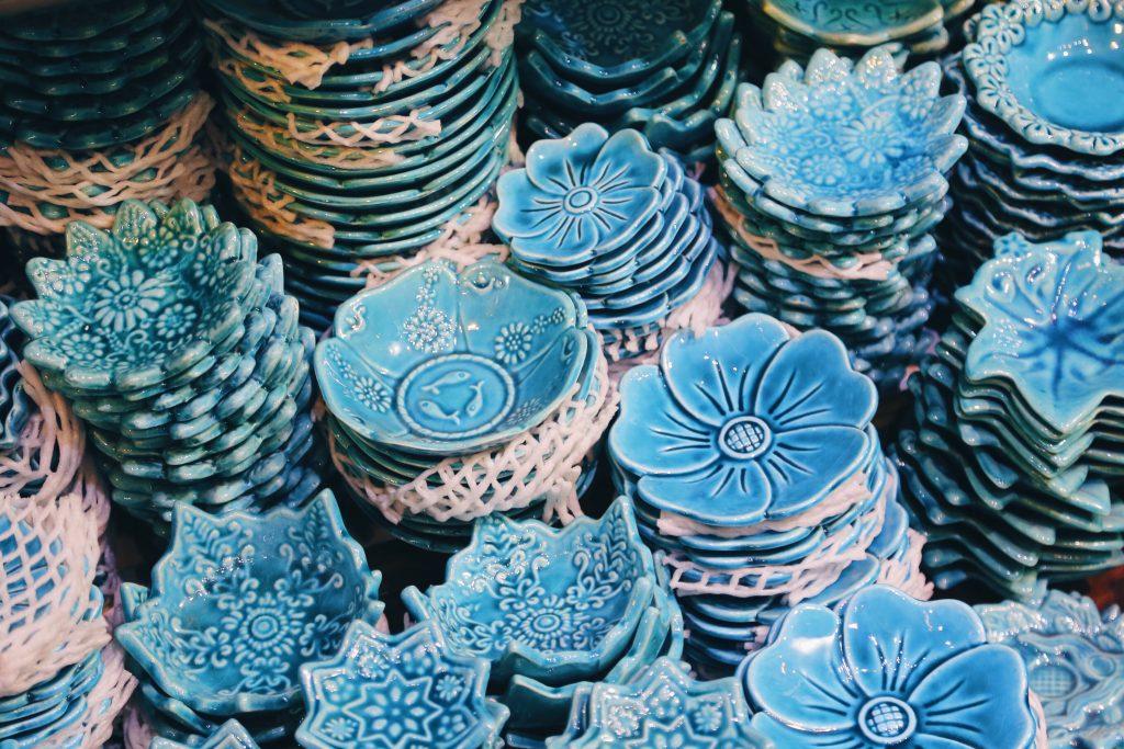 陶器もあるよ この青が好き